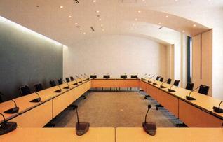 第1会議室(~90名)