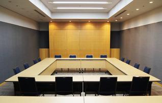 第2会議室(~64名)