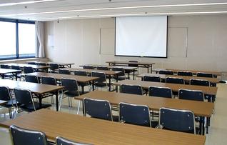 会議室6(~102名)