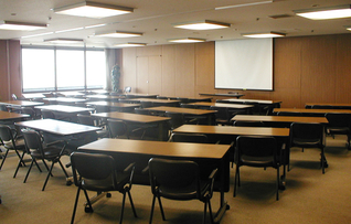 会議室8(~60名)