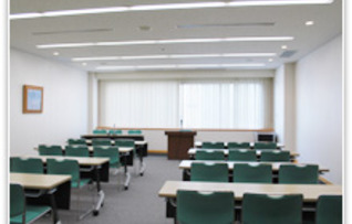 第8会議室(~42名)
