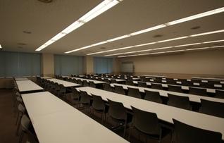 703会議室(~90名)