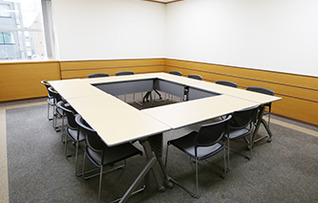会議室1(~12名)