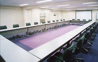 貸会議室301(~63名)
