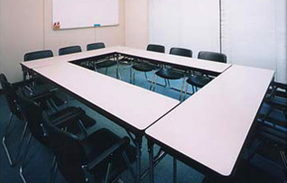 703会議室(~12名)