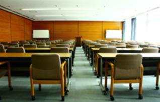 大会議室(~70名)