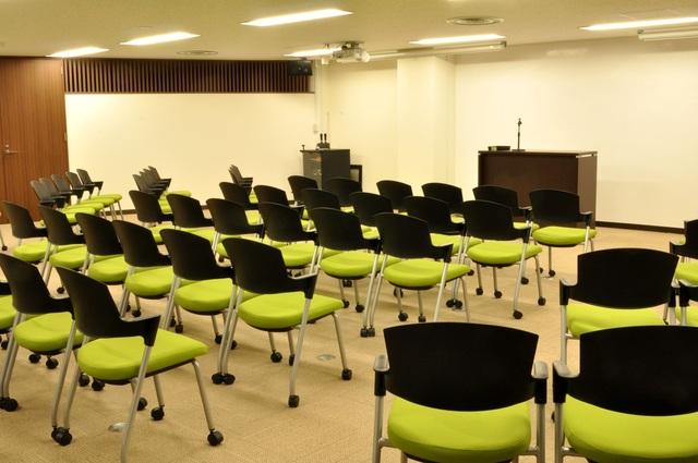 新橋ビジネスフォーラム貸し会議室・セミナースペース(最大120名収容)の画像2
