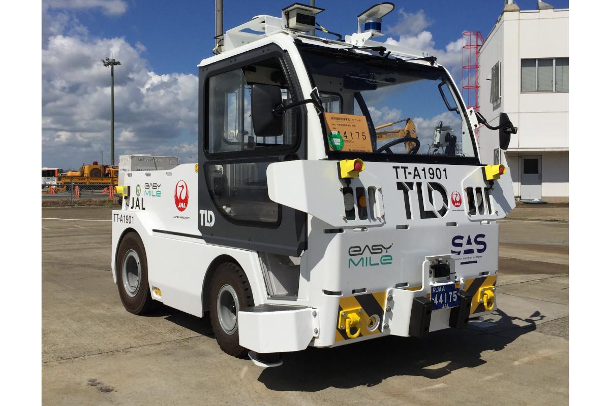 JAL×成田空港|空港内で自動運転の実証実験を開始予定、トーイングトラクターでコンテナを自動搬送