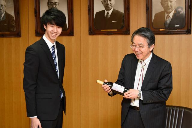 生命工学科卒業研究で作られたワインがデビューしました。