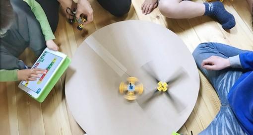 工夫を凝らしたカリキュラムに柔軟な発想で挑む子どもたち。