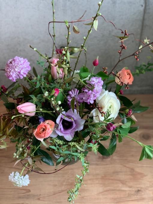 春の枝物とお花いっぱい花器生け