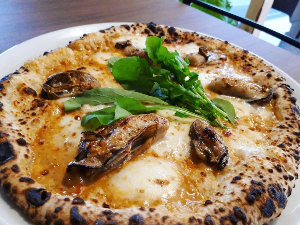 ピアッツァ、金指、牡蠣ピザ