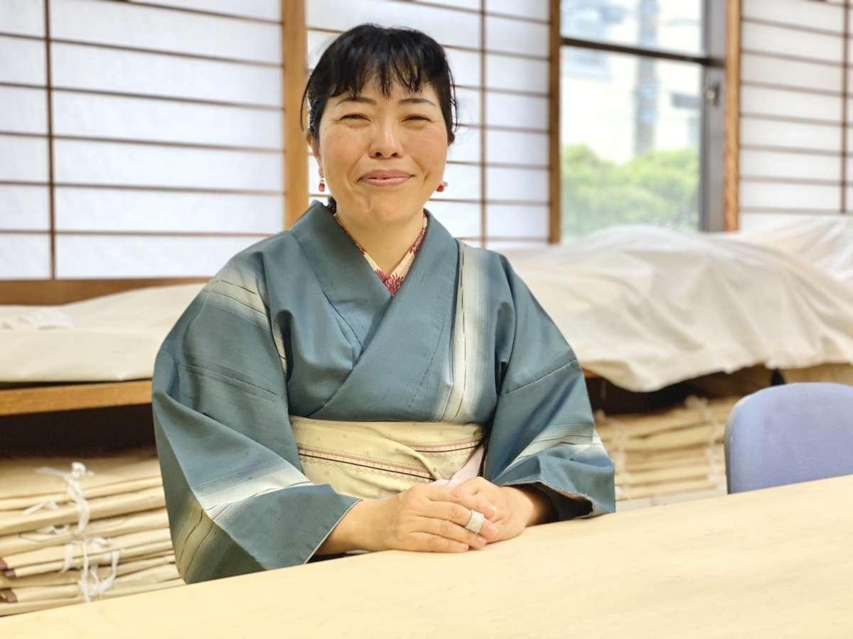 「辻村和服専門学校」の講師・高橋先生の画像