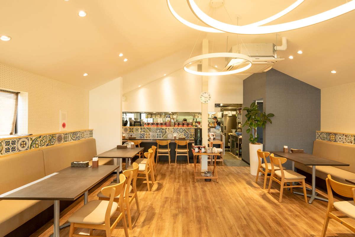 カフェのようなヌードルキッチンテラコスタの店内画像