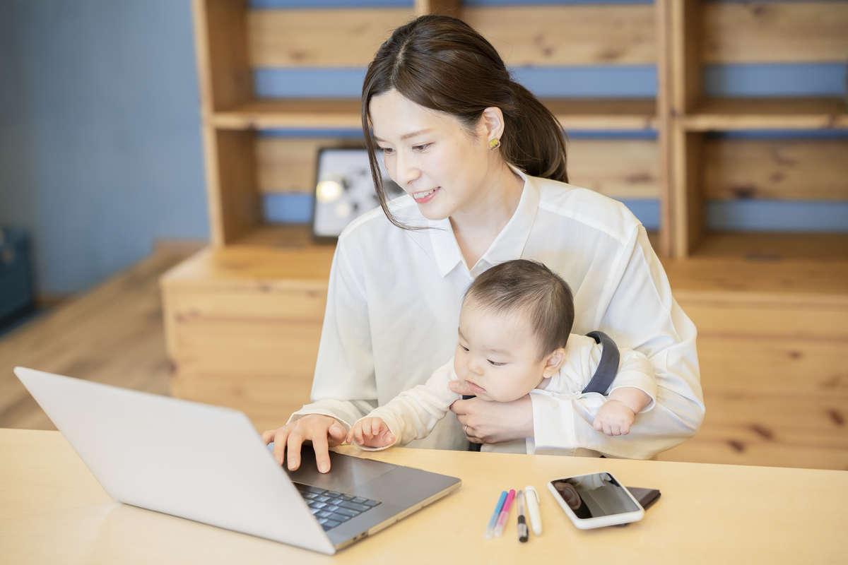 育児と仕事の両立はたいへん! 経験者が語るエピソードをご紹介