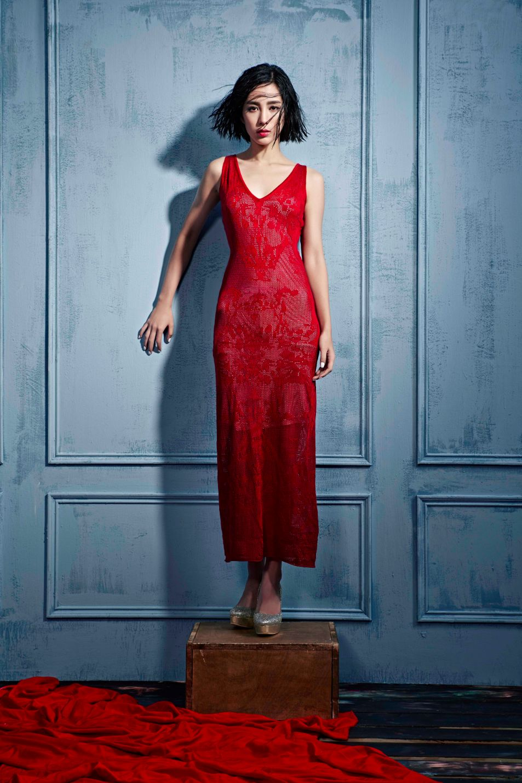 紅色圖騰混絲針織長洋裝 $39800