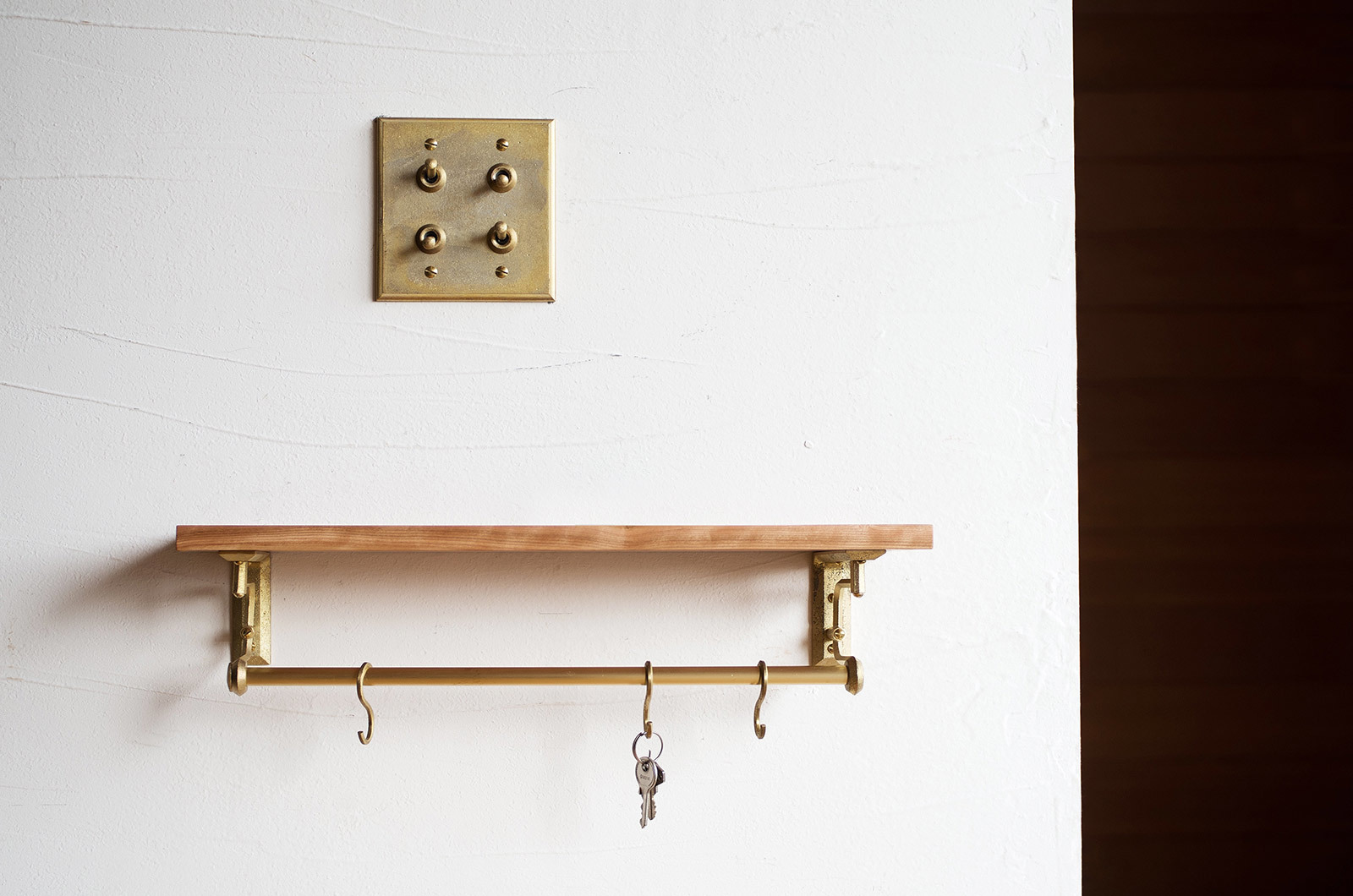 large_brass-shelf-bracket-futagami-nalata-nalata