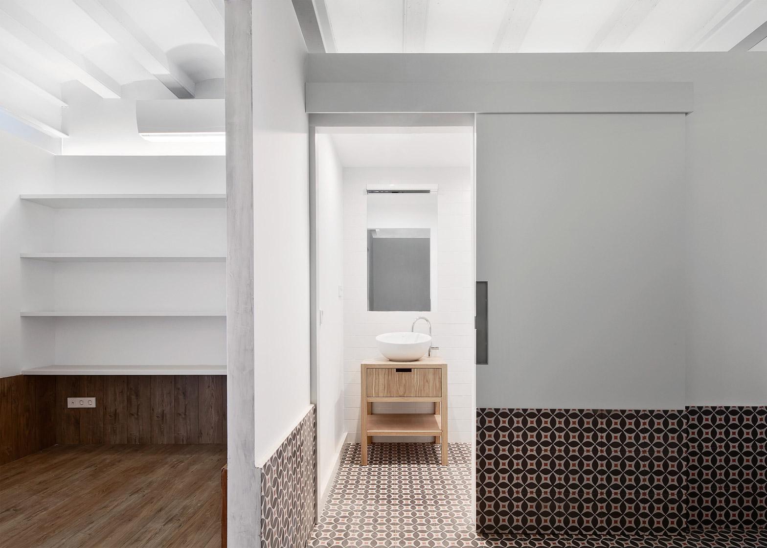 Tamarit-Apartment_Ras-Arquitectura_dezeen_1568_6
