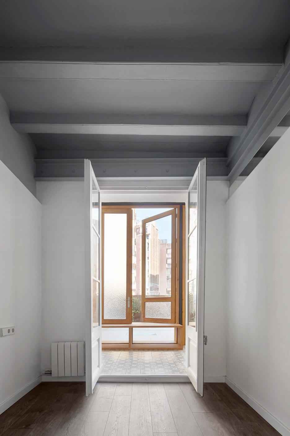 Tamarit-Apartment_Ras-Arquitectura_dezeen_936_12