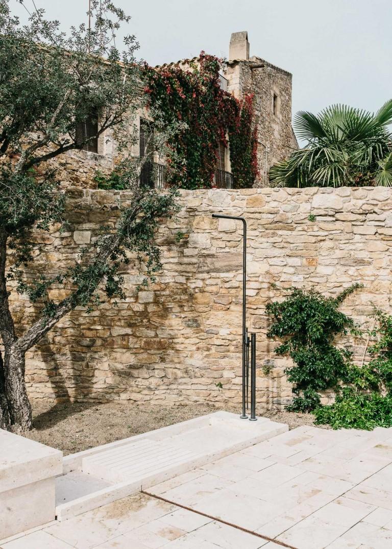 Castell-de-peratallada-gardenista-4-768x1076