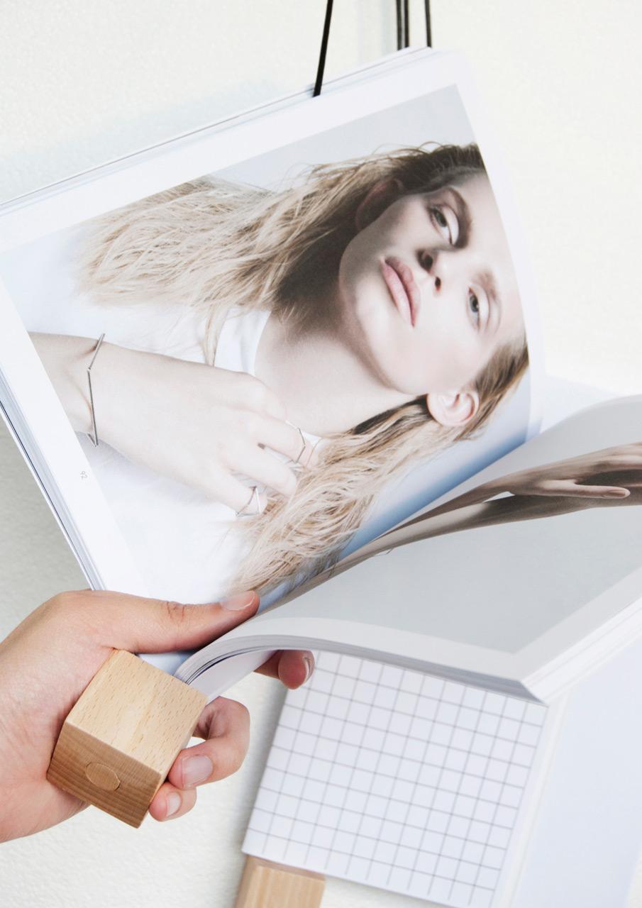 On-wall-magazine-holder-Alvaro-Diaz-Hernandez-Nyova-2
