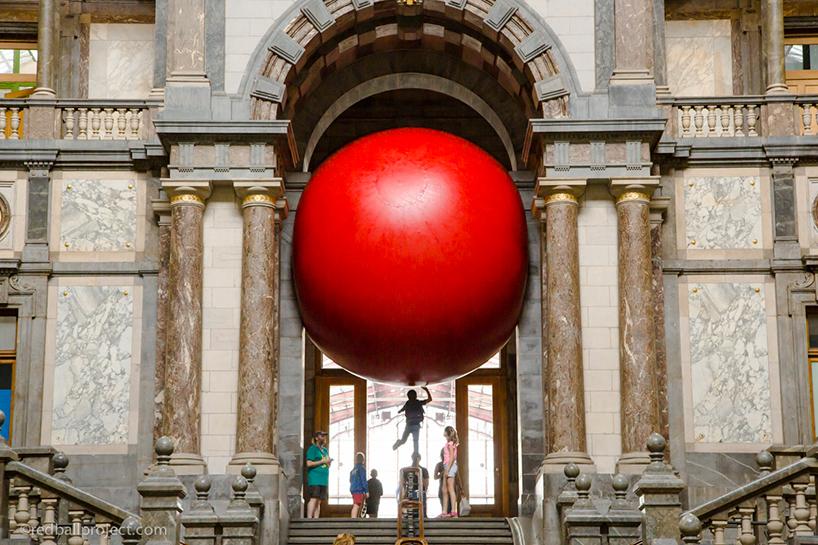 redball-antwerp-installation-designboom-04