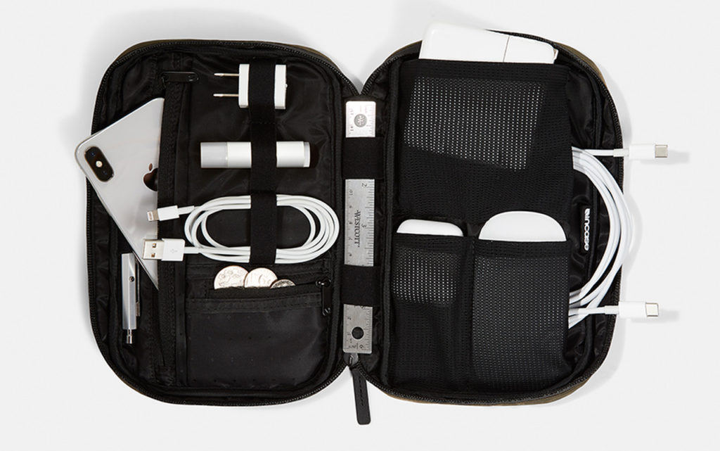 incase-flight-nylon-organizer-02