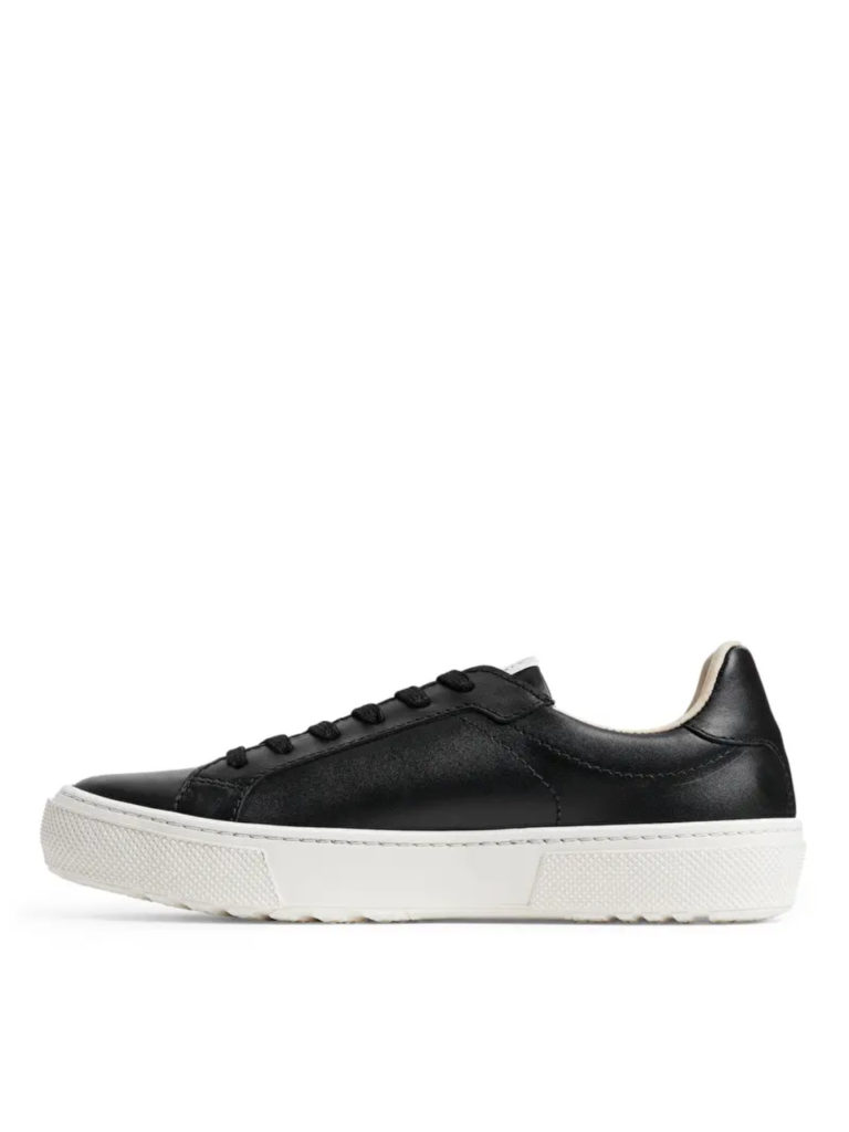 arket-court-trainers-everyday-object-04