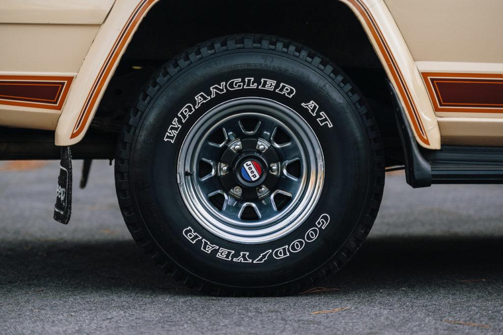 1983 Jeep Cherokee-07
