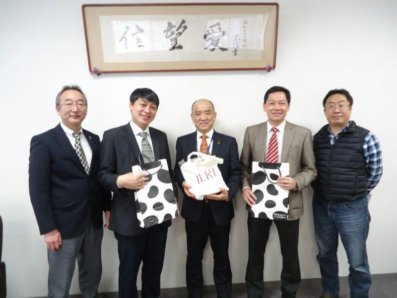 ベトナム協定機関から2名の研究者が竹花学長を表敬訪問