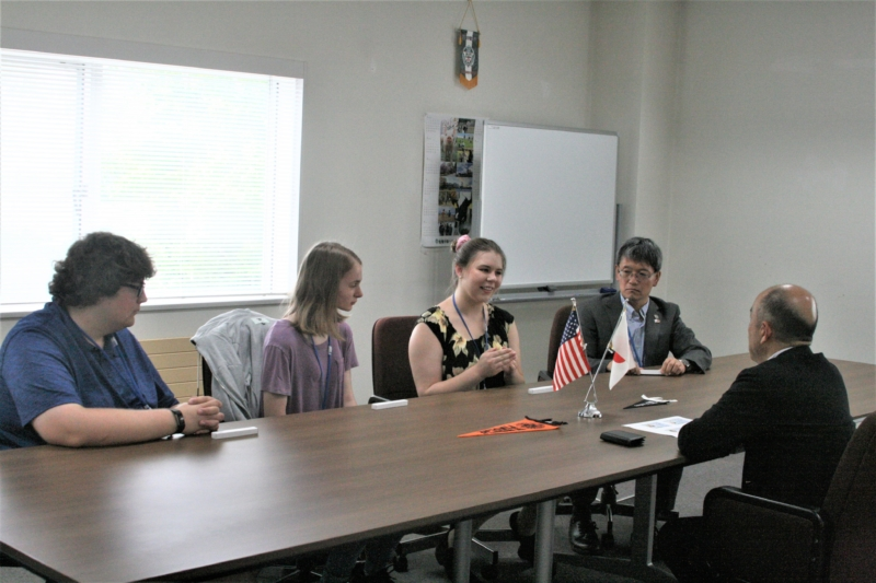 フィンドレー大学の学生・教員が竹花学長を表敬訪問