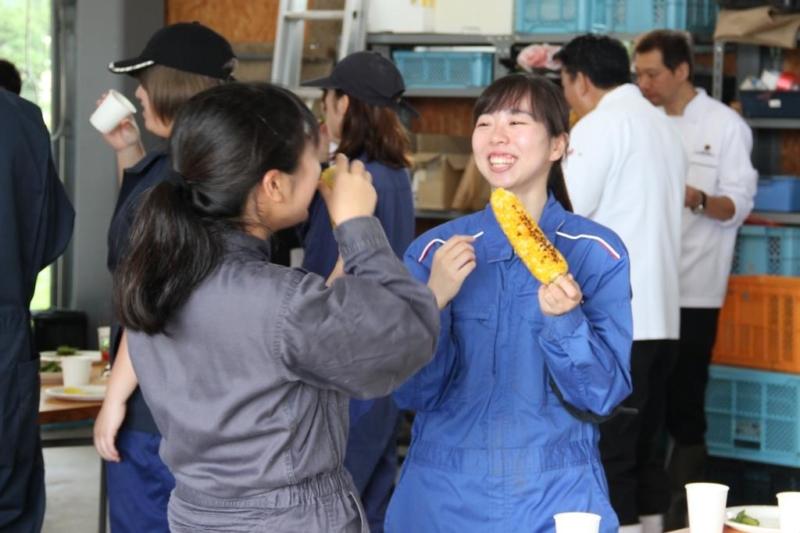 本学学生と札幌グランドホテルスタッフによる収穫体験会が行われました