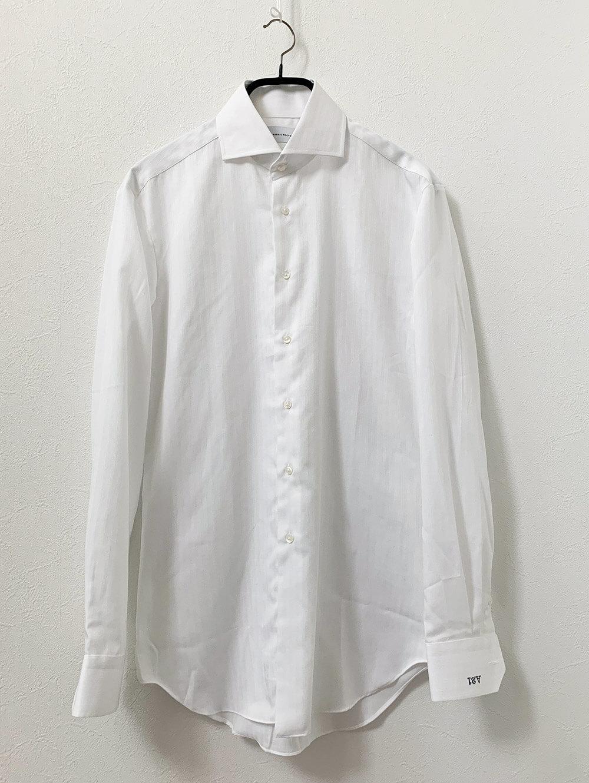 コットンとポリエステルの形態安定ホワイトトリプルストライプシャツ 洗濯後