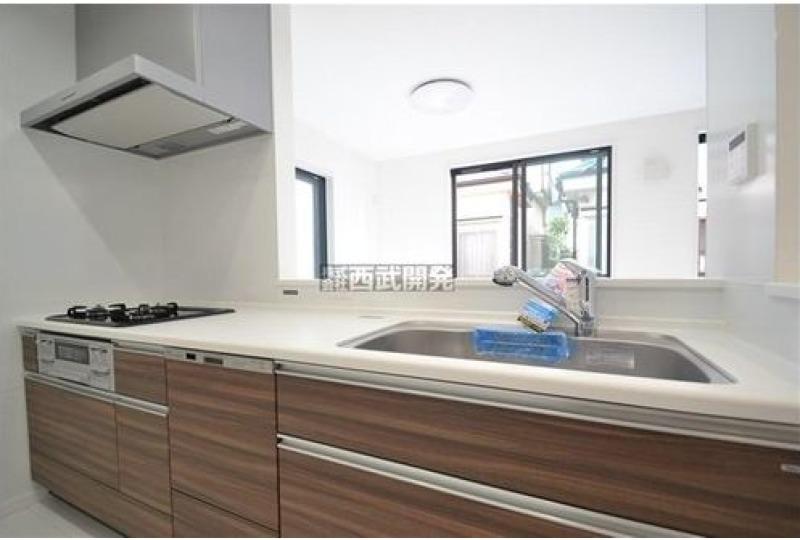 【キッチン】5号棟 後片付けもラクラクな食器洗乾燥機付。家族と過ごす時間やほかの家事に余裕が生まれそうですね♪