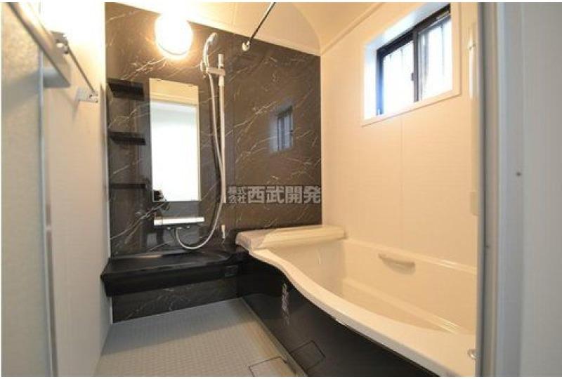 【風呂】5号棟 浴室暖房換気乾燥機付き!冬場の寒い季節や梅雨場のジメジメも解消してくれる便利な設備です♪