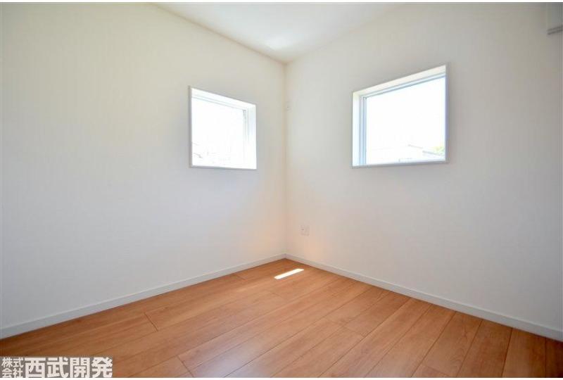 【内観】5.25帖の洋室。お子様部屋にピッタリな大きさです!