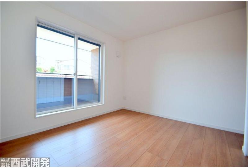 【内観】6.87帖の洋室。主寝室としてバツグンの広さです!