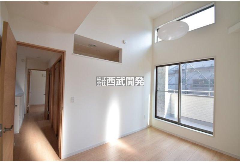 【内観】洋室 リモートワーク室と空調がつながるように上部の壁を開けております