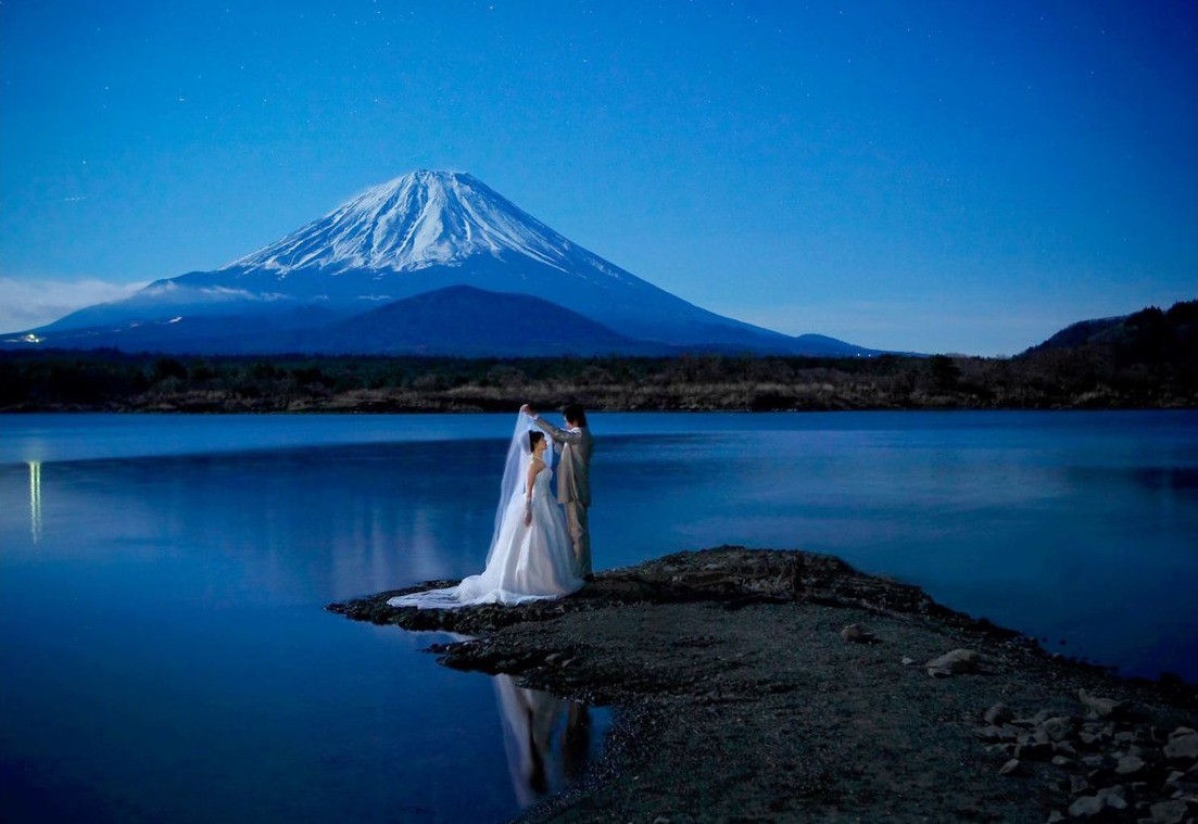 In front of Mount Fuji — Photo by RANMARU STYLE
