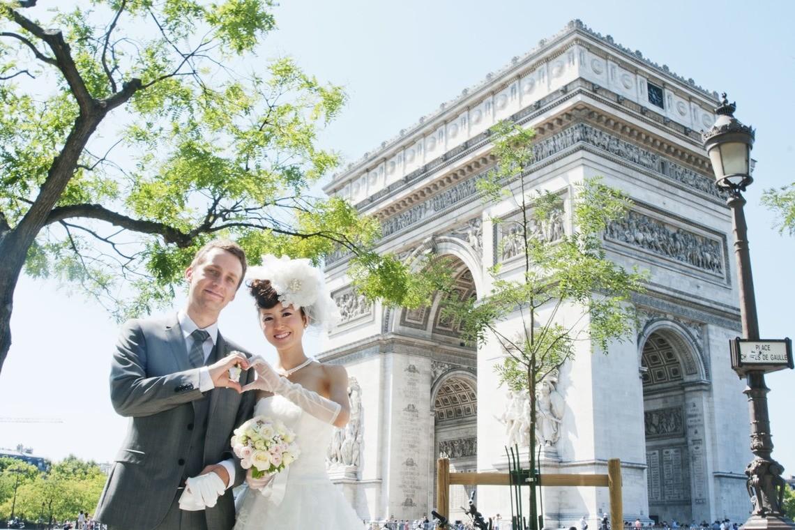 at the Arc de Triomphe — Photo by PARIS PORTRAIT