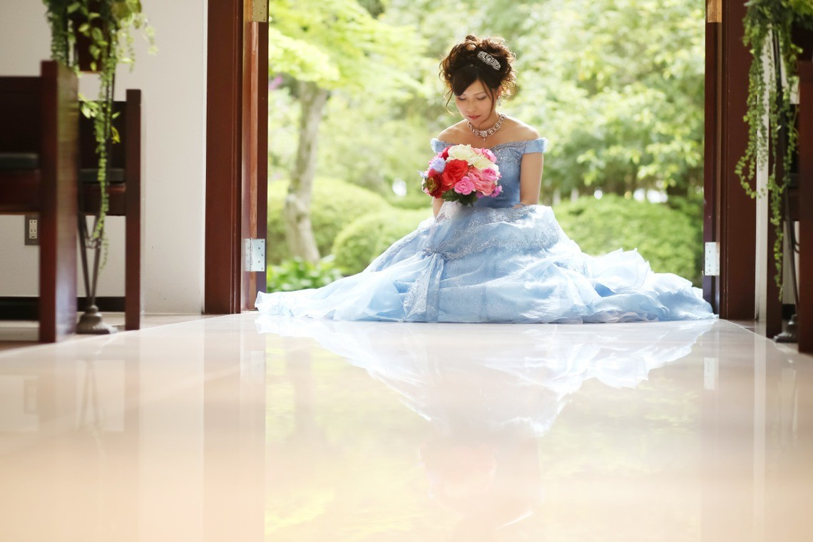 Cinderella-esque dress— Photo by PIC WEDDING PHOTO(関口純一)