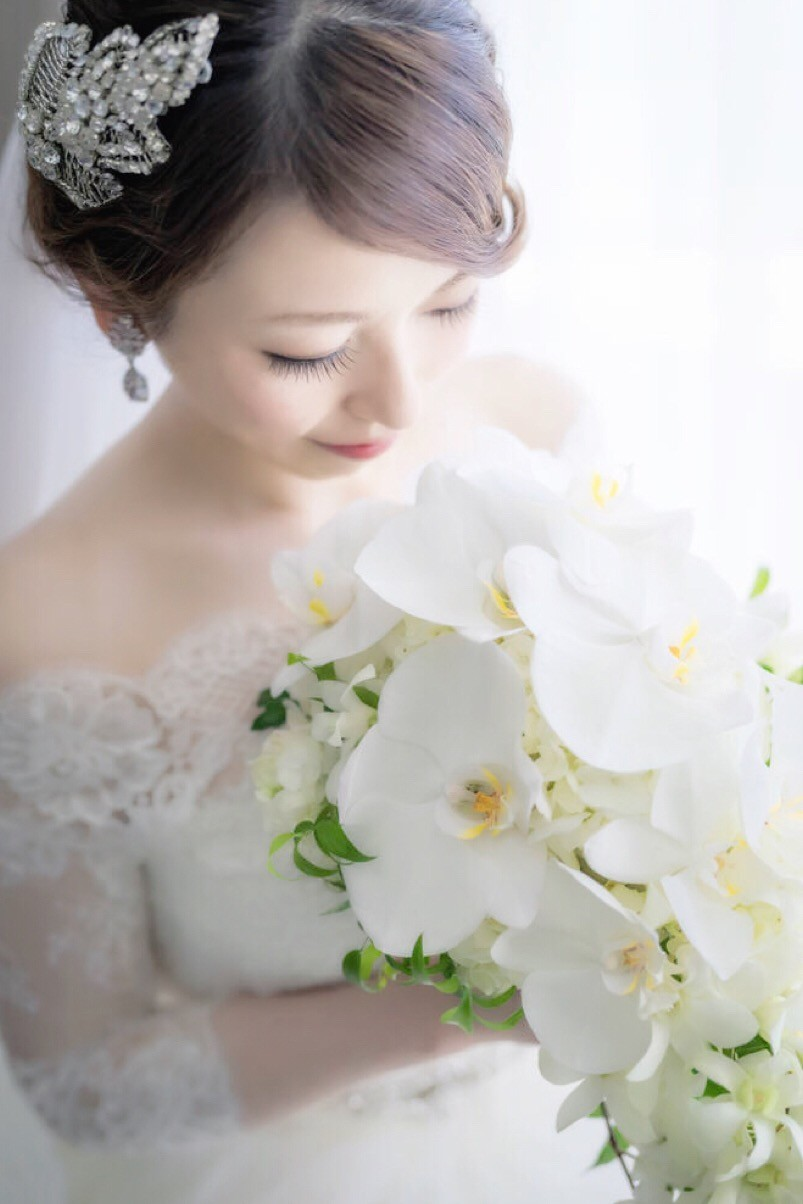 Beautiful bride and bouquet — Photo by Lester Miyashiro