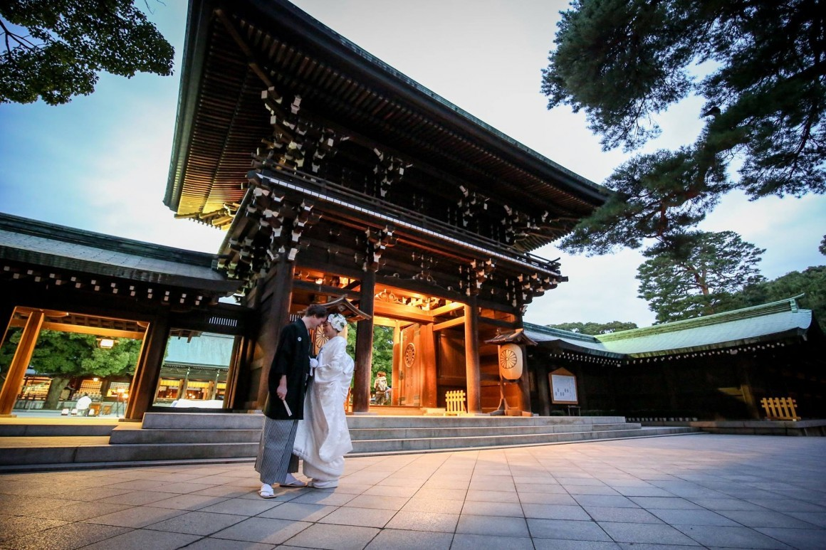 Romantic photo at the shrine — Photo by SUNBLOOM (KIKU)