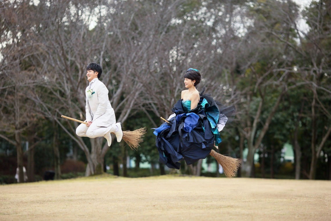 Hope they got permission from Hogwarts first! — Photo by KIKI WeddingCouple enjoying the view from their broomsticks — Photo by KIKI WeddingFly away with me — Photo by KIKI Wedding