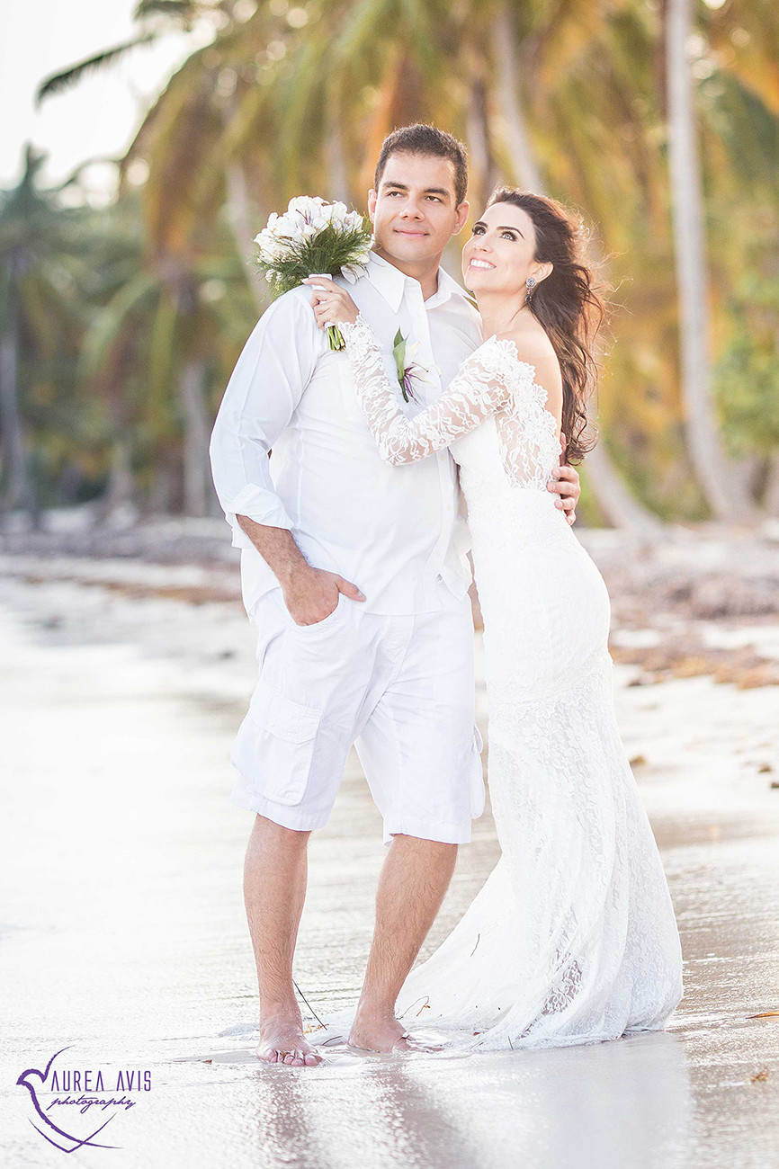 Beautiful beach photo shoot — Photo by Zlatana Lecrivain | Aurea Avis Photography