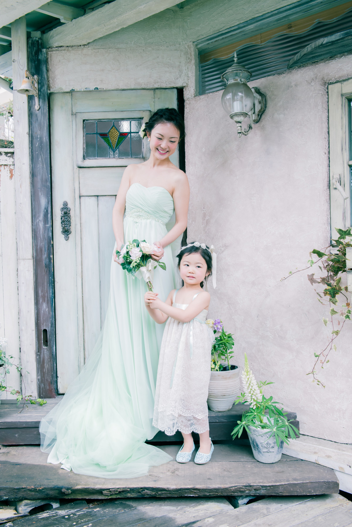 Pastel green wedding dress — Photo by Strawberry Pictures