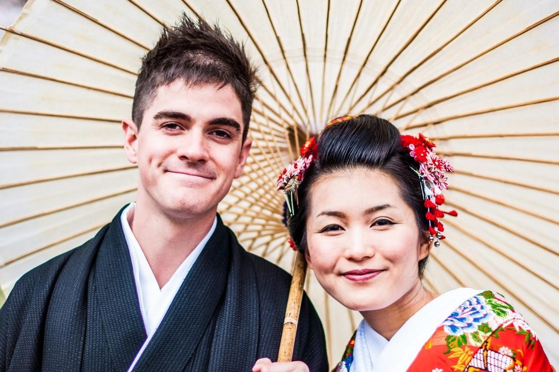 Adorable kimono-clad couple — Photo by Green Tea Photography