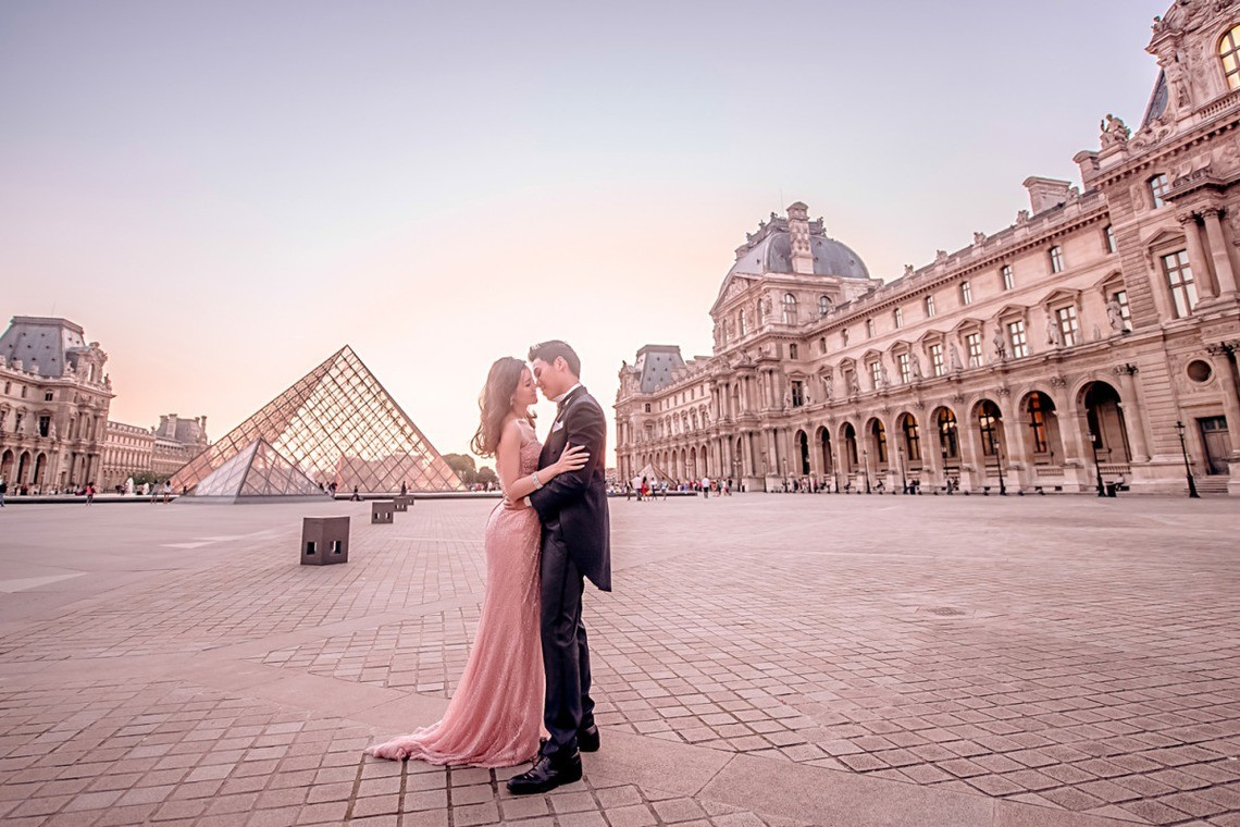 Pretty in pink in Paris — Photo by Queen Wedding Photography