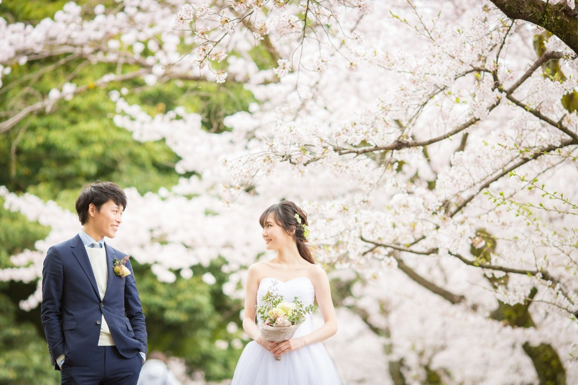 Coming to Japan for your pre wedding photo shoot? We recommend the spring time! — Photo by SORAIRO