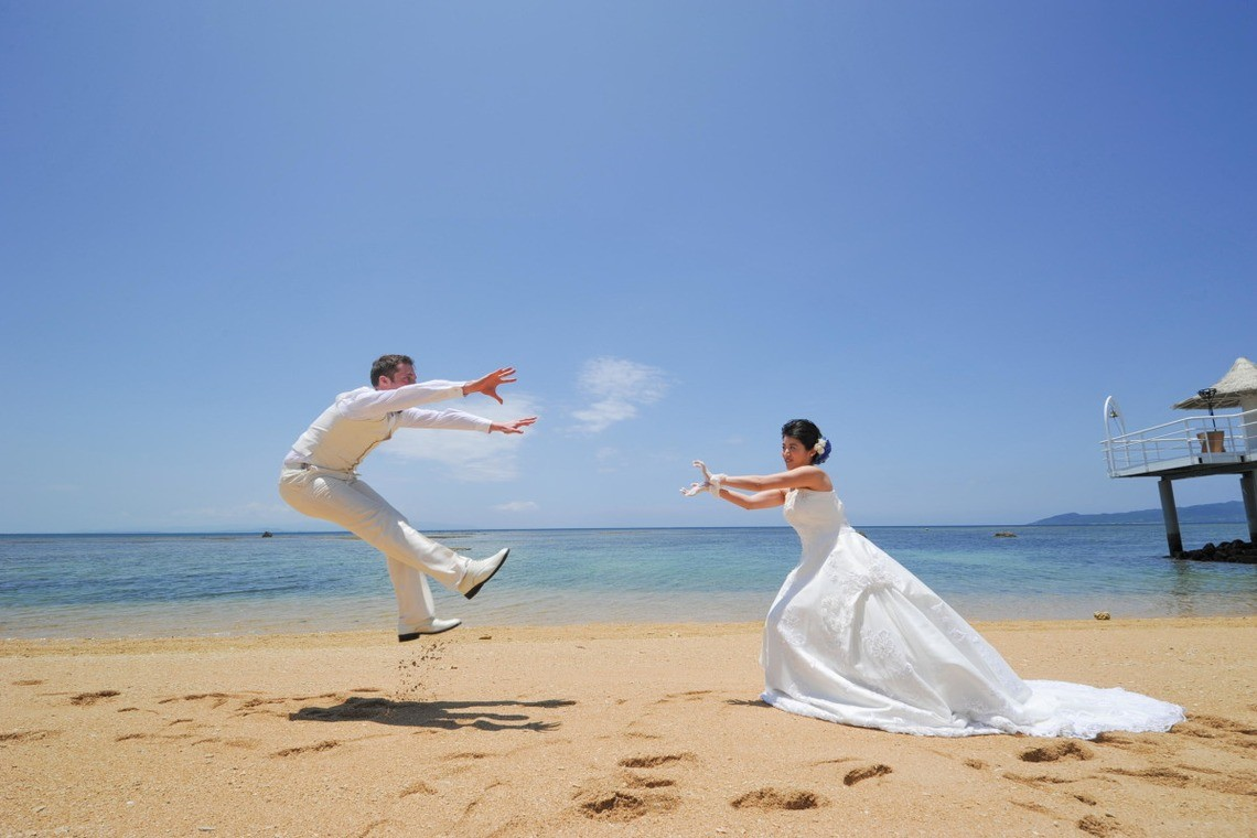 Another popular shot for couples is this Dragon Ball Z inspired pose — Photo by ARURU Wedding
